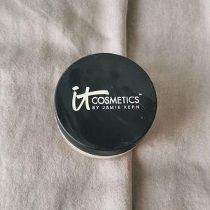 It cosmetics setting powder airbrush finish